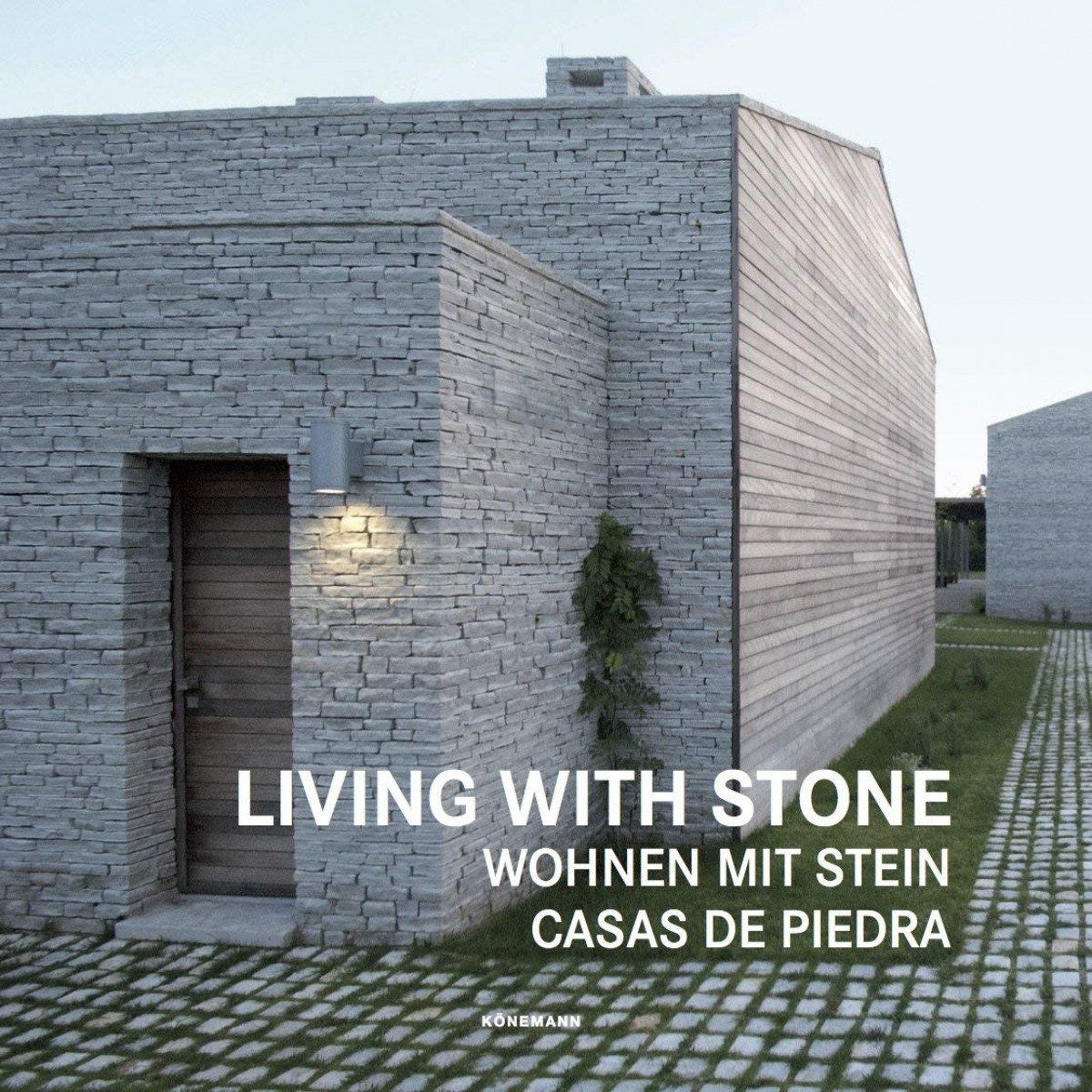 LIVING WITH STONES 9783741920523