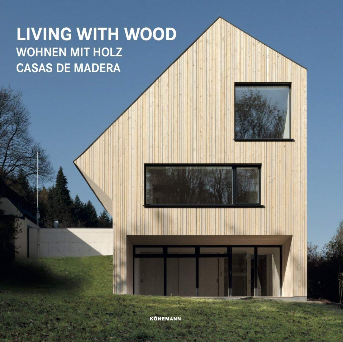 LIVING WITH WOOD 9783741920578